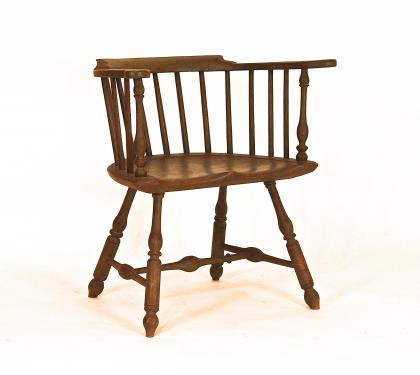 Very fine Low-Back Windsor Arm Chair